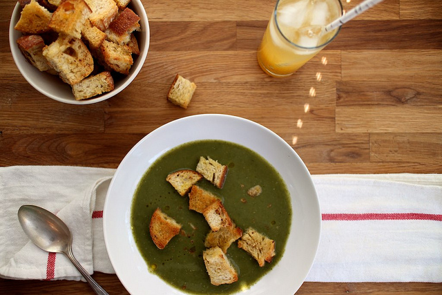 Spinach Soup with Garlic Croutons