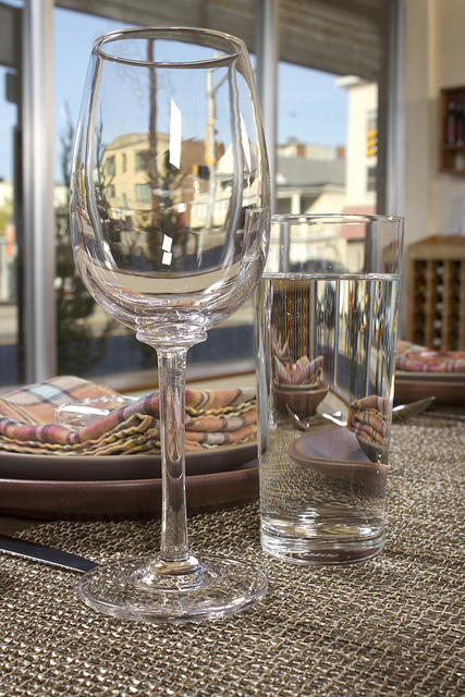 Hi-Rise Spring Dinner Series Glassware