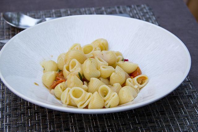 Fresh tomato and garlic pasta