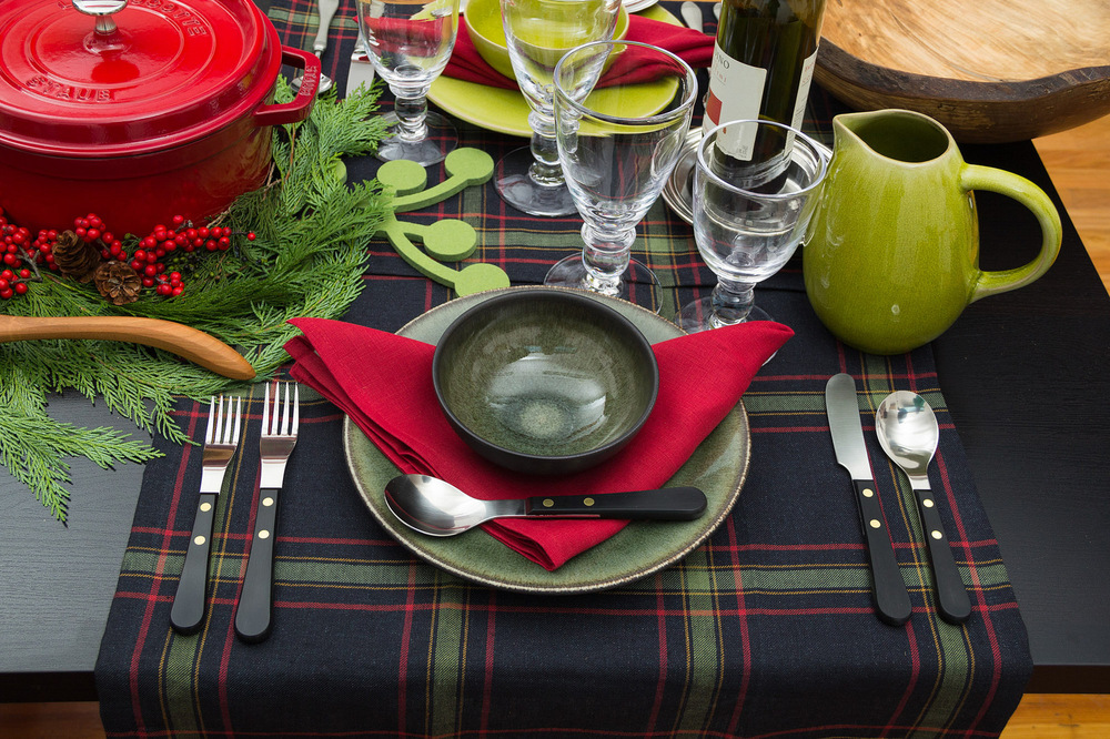 earthy-holiday-table-setting.jpg