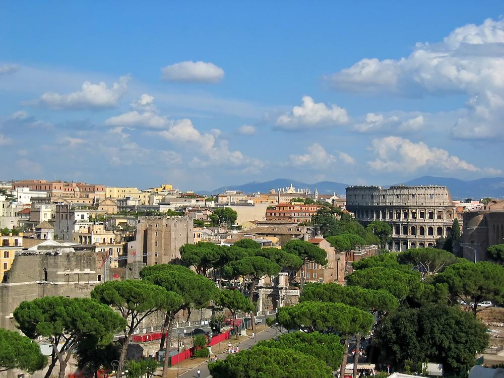 Colosseum panorama.jpg