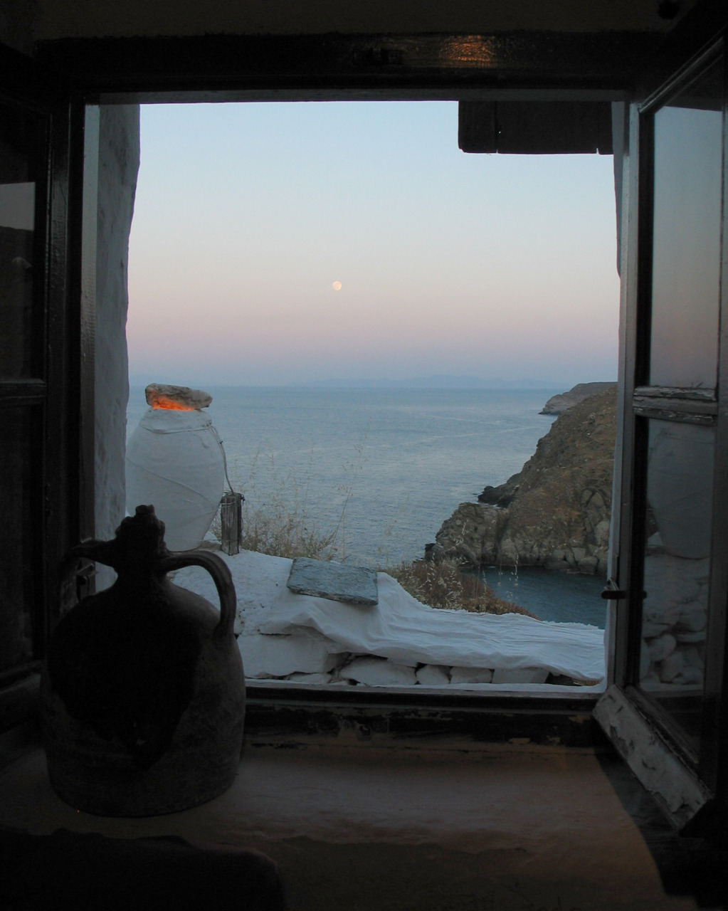 elladaa :      Kastro   Sifnos        Waiting for the rise of summer …     photo by  Phaethon