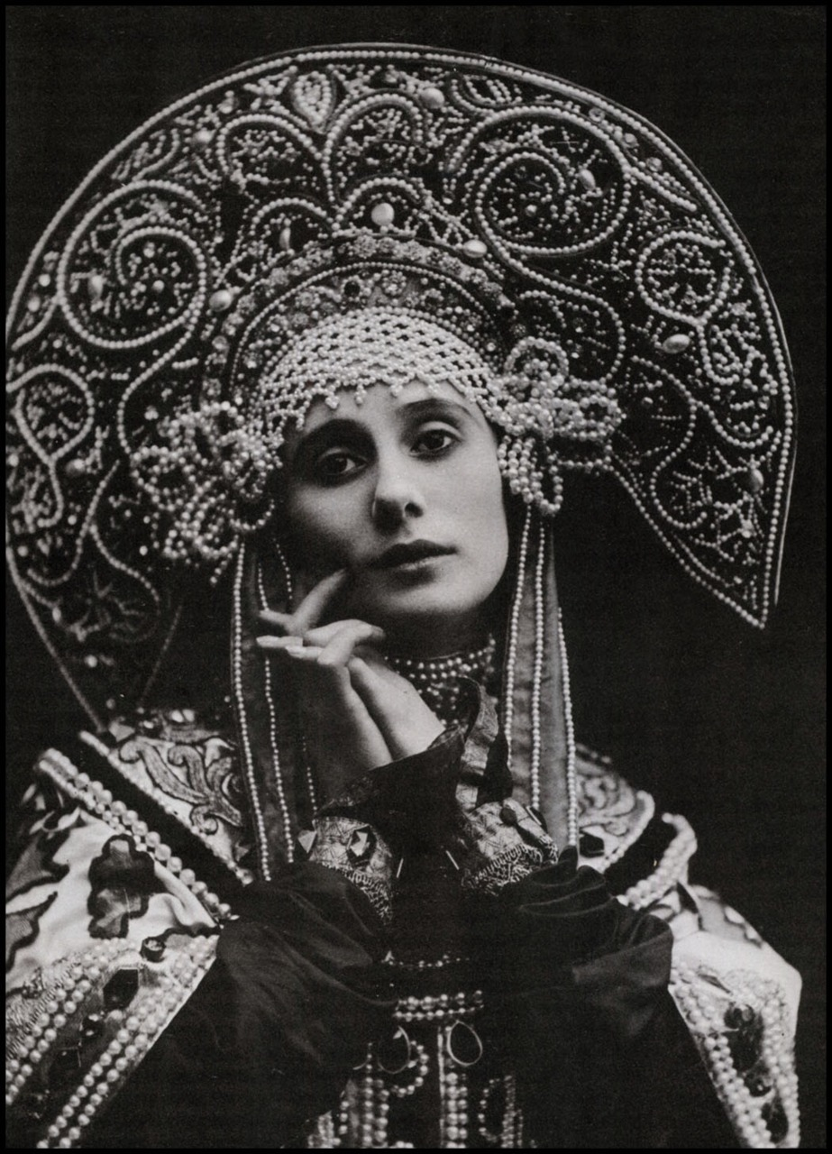 felixinclusis: mudwerks: The Pictorial Arts: What an Era …Anna Pavlova, the Russian ballerina, displaying her costume for Russian Dance…