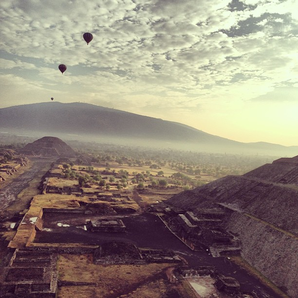 #teotihuacan from the sky #balloon #family #history #awe (at Zona Arqueológica de Teotihuacán)