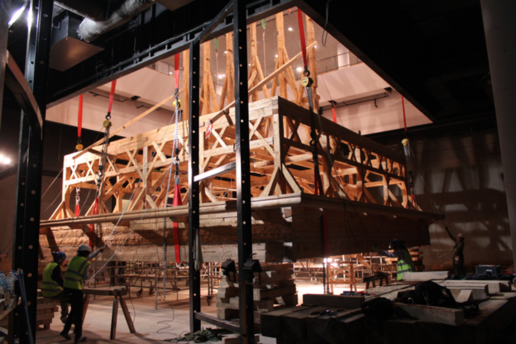 Hoisting the framework in the Museum of the History of Polish Jews