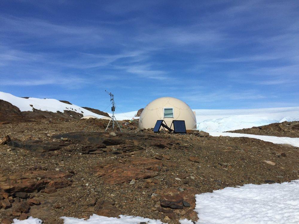 Antarctica - Interior - Extreme SolarSheat 1000GS x 2