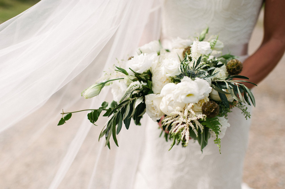 003-bouquet--beaver-creek--rocky-mountain--wedding--photography.jpg