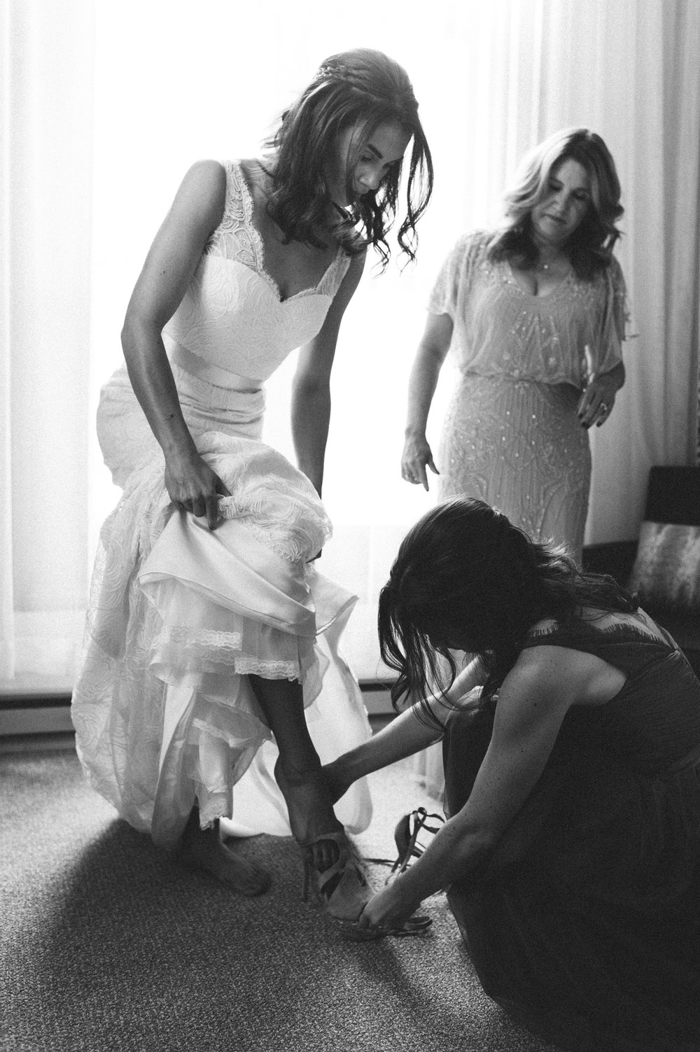 065-beaver-creek--park-hyatt--bride--wedding-photo--dress--bridesmaid--black-and-white.jpg
