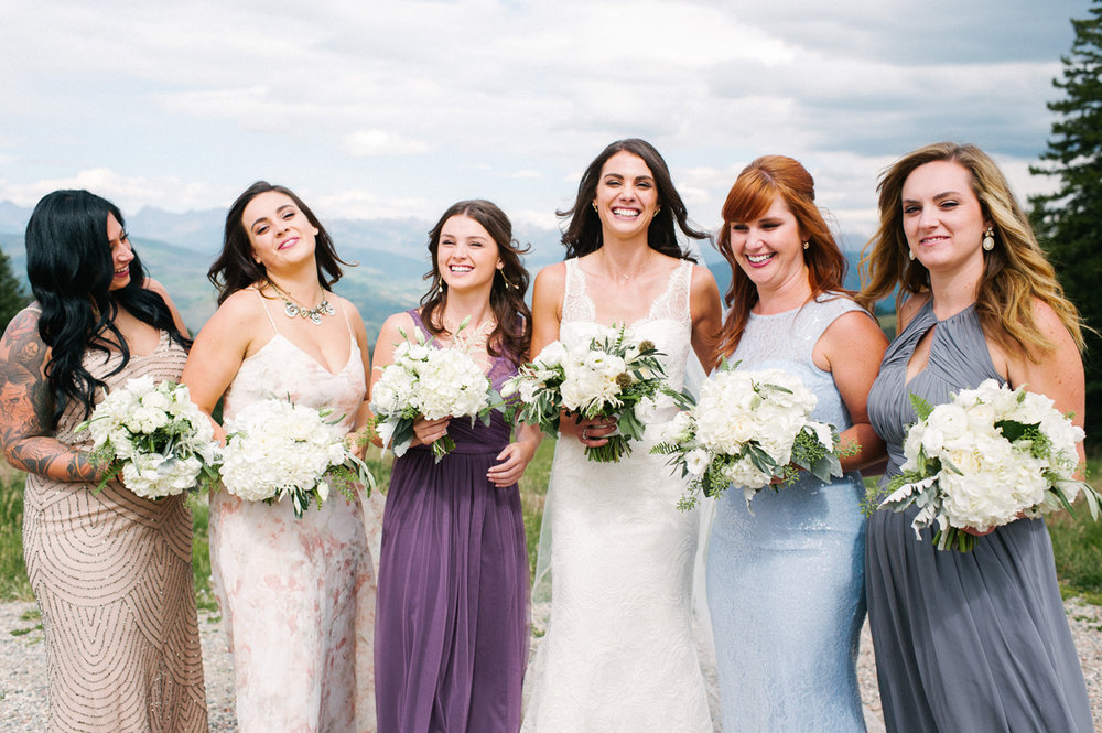 340-beaver-creek--bouquet--bridesmaid--white-flowers--mountain-top.jpg