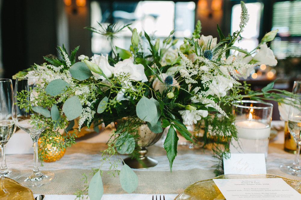 401-beaver-creek--park-hyatt--reception--flowers--floral-arrangement--white-pink--gold.jpg