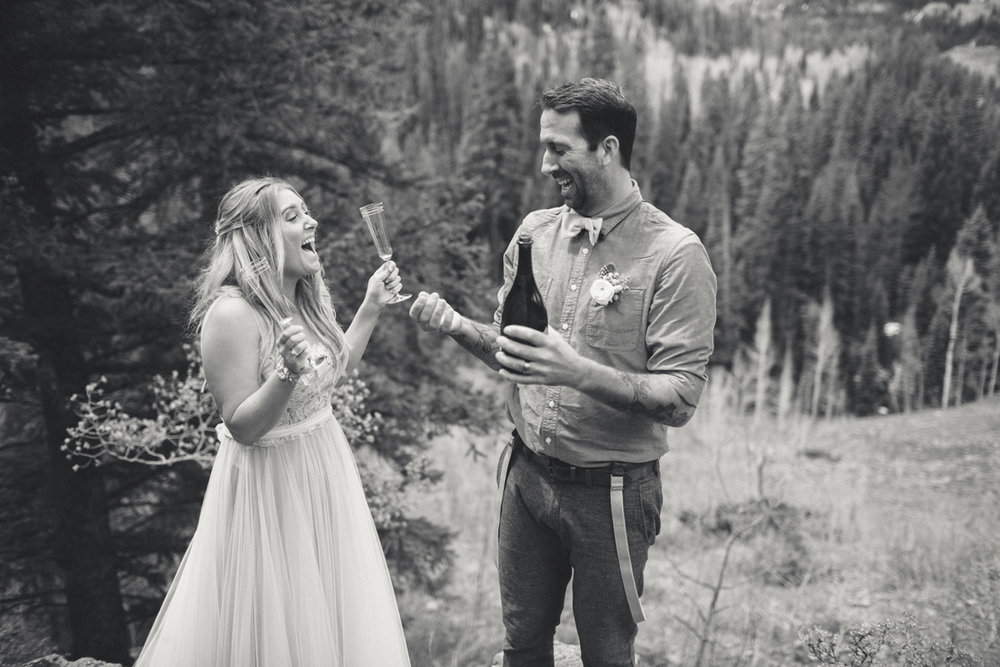 115-elopement--photography--colorado--mountain--vail--snow--intimate--wedding.jpg