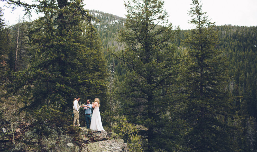 118-elopement--photography--colorado--mountain--vail--snow--intimate--wedding.jpg