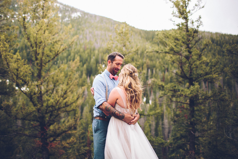 138-elopement--photography--colorado--mountain--vail--snow--intimate--wedding.jpg