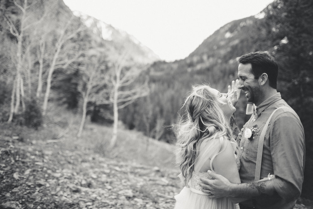 143-elopement--photography--colorado--mountain--vail--snow--intimate--wedding.jpg