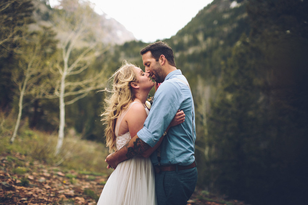 147-elopement--photography--colorado--mountain--vail--snow--intimate--wedding.jpg