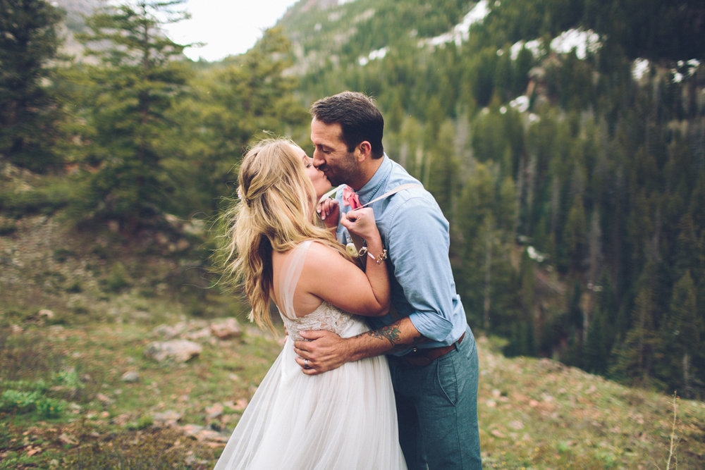 161-elopement--photography--colorado--mountain--vail--snow--intimate--wedding.jpg