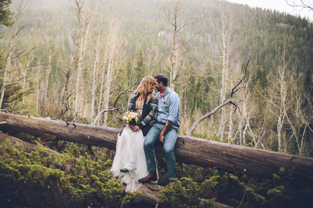 166-elopement--photography--colorado--mountain--vail--snow--intimate--wedding.jpg