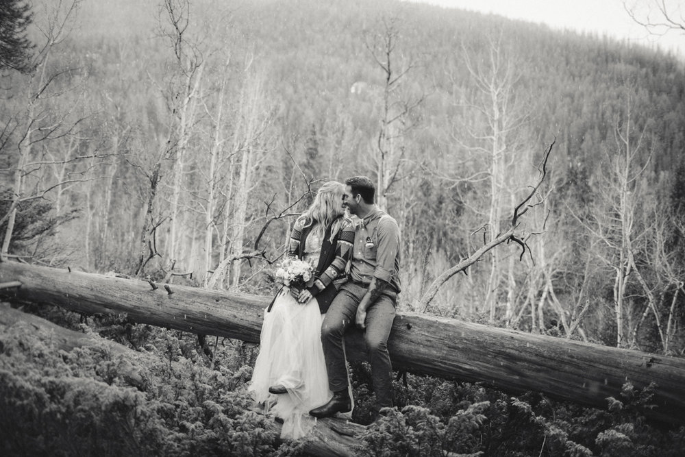 170-elopement--photography--colorado--mountain--vail--snow--intimate--wedding.jpg