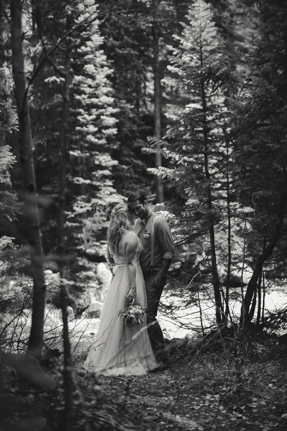 186-elopement--photography--colorado--mountain--vail--snow--intimate--wedding.jpg
