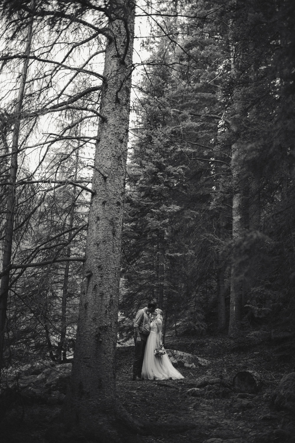 188-elopement--photography--colorado--mountain--vail--snow--intimate--wedding.jpg
