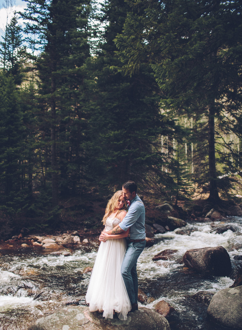 189-elopement--photography--colorado--mountain--vail--snow--intimate--wedding.jpg