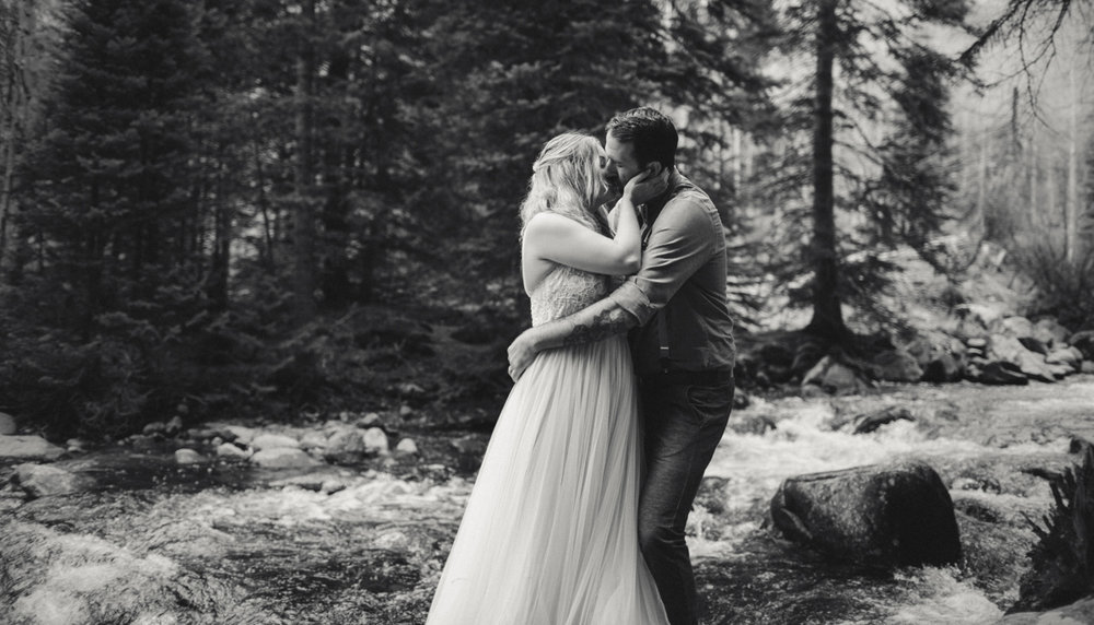 190-elopement--photography--colorado--mountain--vail--snow--intimate--wedding.jpg