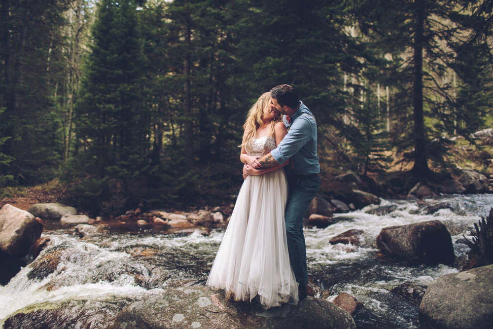191-elopement--photography--colorado--mountain--vail--snow--intimate--wedding.jpg