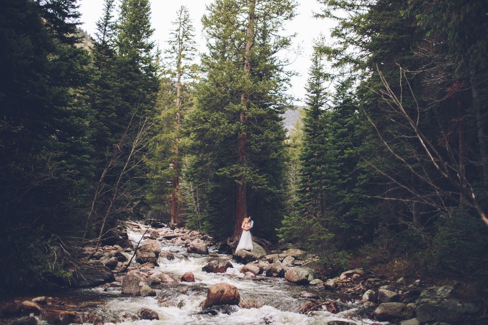193-elopement--photography--colorado--mountain--vail--snow--intimate--wedding.jpg