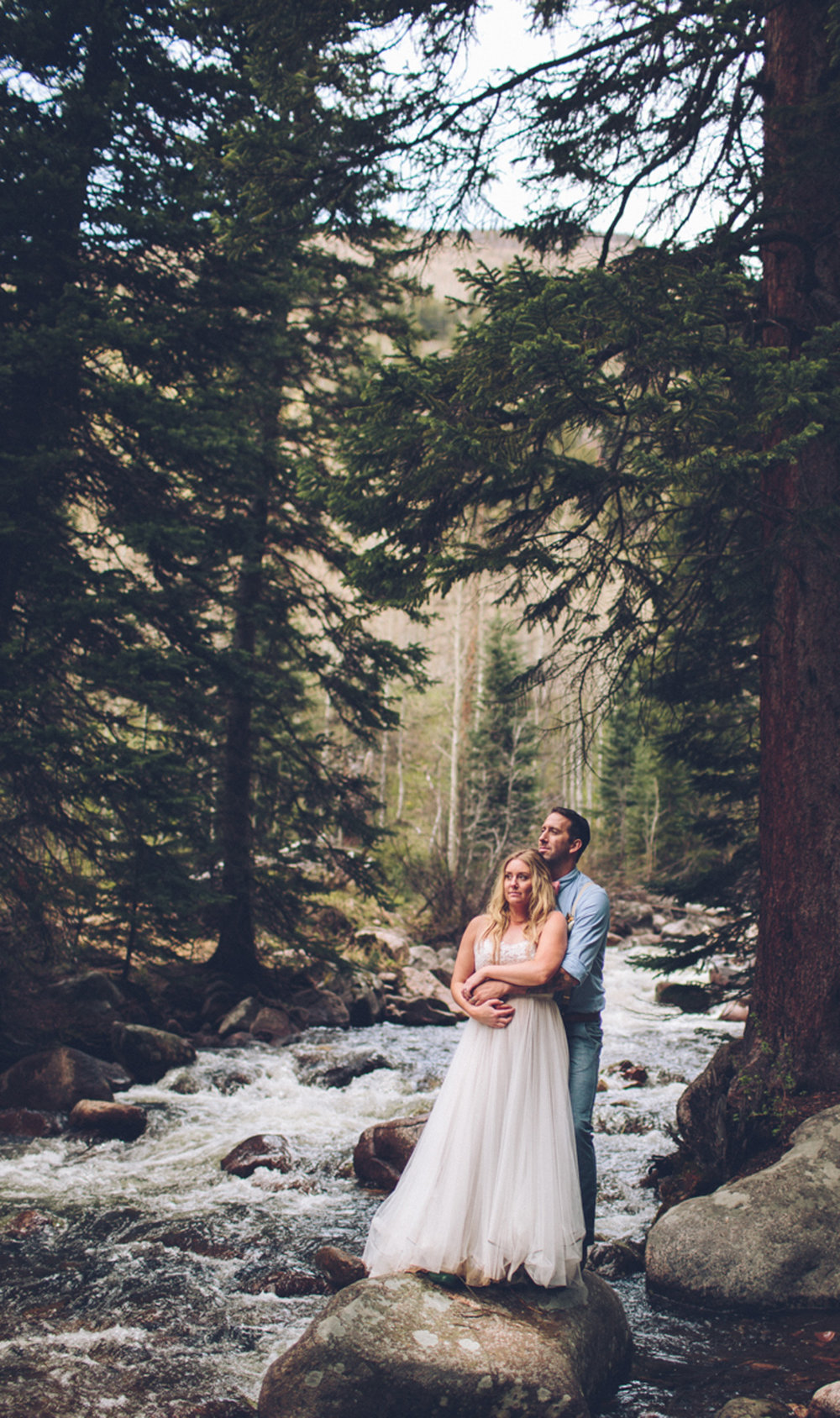 192-elopement--photography--colorado--mountain--vail--snow--intimate--wedding.jpg