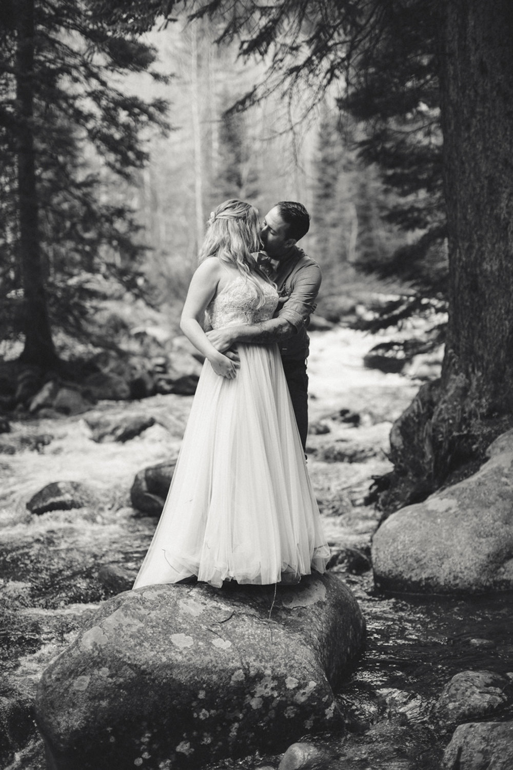 195-elopement--photography--colorado--mountain--vail--snow--intimate--wedding.jpg