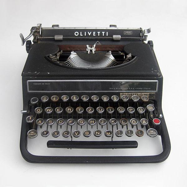 TypewriterOlivetti Studio 42designed by the Bauhaus-alumnus Alexander Schawinsky in 1936