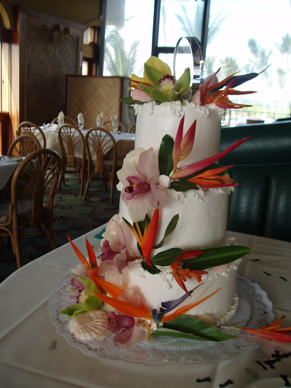 Seashells Orchids and Paradise BirdsCake at 5 Palms.JPG