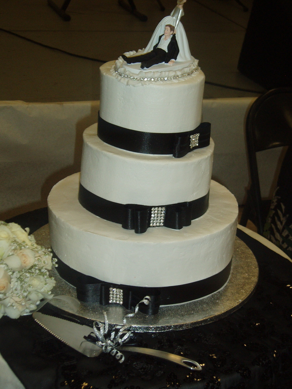 3 tiers with xtal bows 2013.JPG