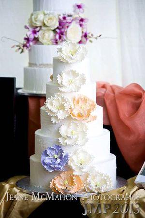 Ghiselani Designer Wedding Cakes (1).jpg