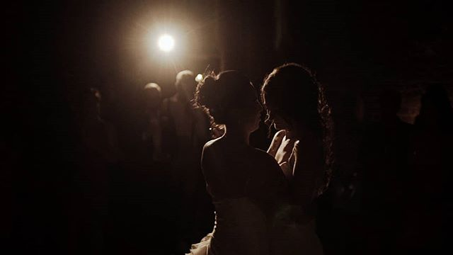 BRIDE & BRIDE  First dance videostill.  I love using spotlights :) @sonyalpha @mashabakkerphotography  @kasteelduurstede  #weddingfilm #wedding #videographer #cinematography #trouwen #trouwenin2019  #firstdance #twobrides #lesbianwedding #loveislove #gaywedding #pride #lgbt #lesbian #sonyalpha #a7sii #videograaf #bruiloft #kasteelduurstede #videostill