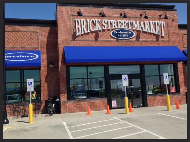 Iowa-Bike-Rides-Brick-Street-Market