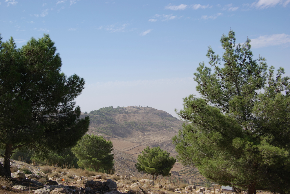 Mount Nebo as seen from the east.  Photo:  Mount Nebo BW 6 , Berthold Werner, Wikimedia Commons.