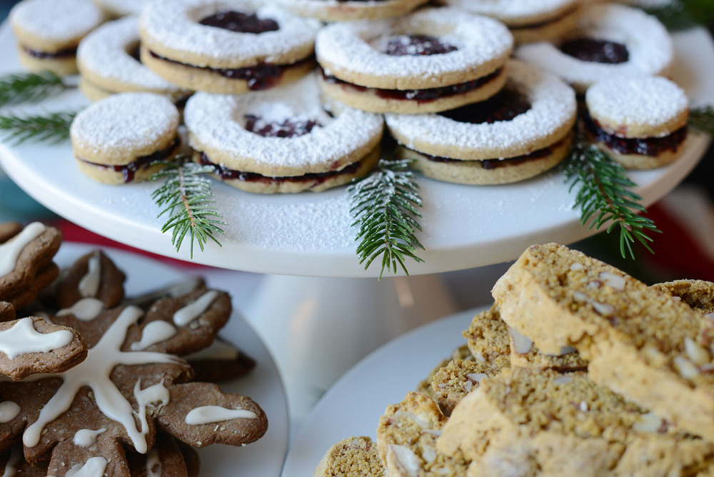 Recipe: Vegan Linzer Cookies with Maple-Raspberry Preserves