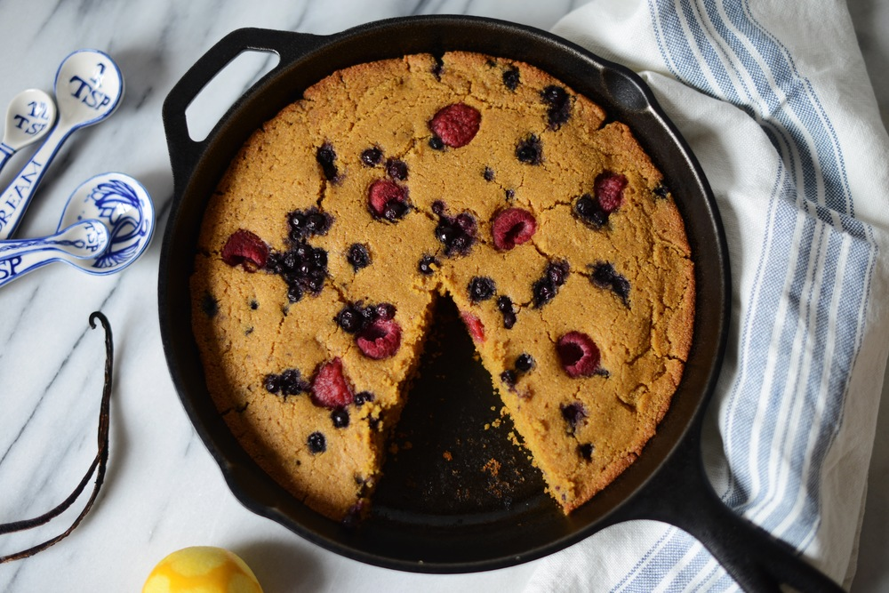 Fare Isle | Easy Vegan Skillet Corncake Recipe: This is my most made recipe in my home kitchen, because... 1. it's super easy to throw together. 2. its amzing on its own and you can throw any add-ins into it. 3. it's delicious baked in a screaming hot cast iron skillet or as muffins. 4/ it's good any time of day: brekkie, afternoon tea, with dinner, or as dessert.