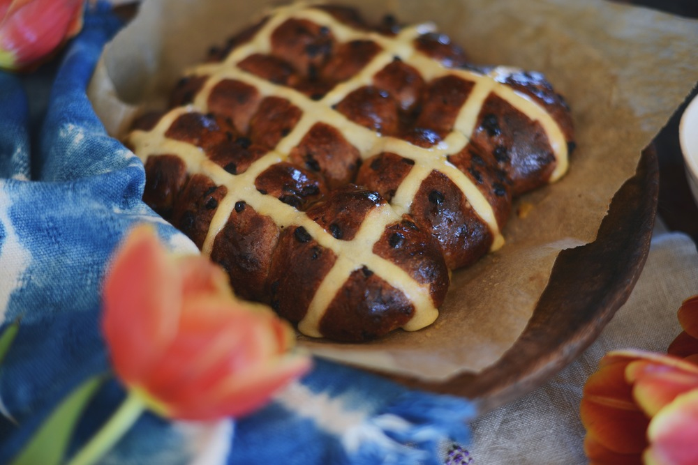 Fare isle | Sourdough Spelt Hot Cross Buns ~ vegan friendly take on an easter tradition