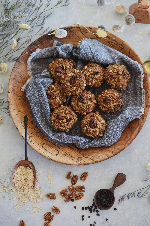 Fare Isle x Coyuchi | Vegan Spiced Oat Pecan Currant Crumb Muffins