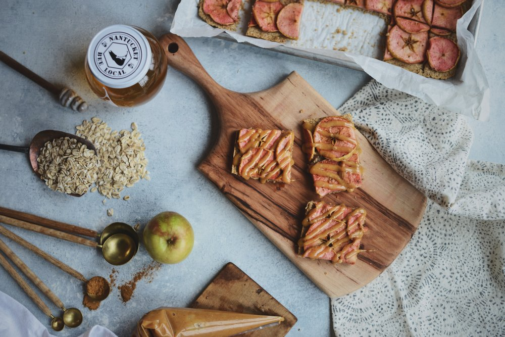 Fare Isle x Coyuchi - Vegan Apple Cinnamon Oatcake Bars with Easy Faux Salted Cararmel Sauce