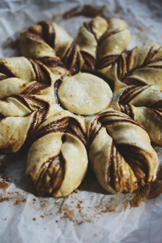 Fare Isle | Sourdough Chai Spice Star Wreath - Vegan Friendly