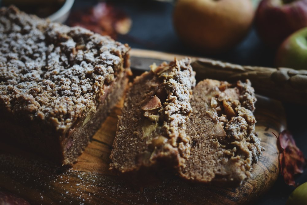 Fare Isle | Vegan Apple Cinnamon Crumb Cake
