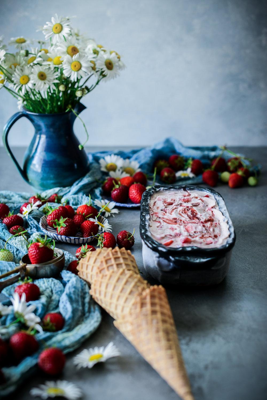 vegan_strawberry_icecream_daisies