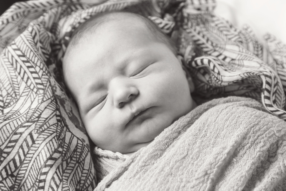 newborn_009_bw.jpg