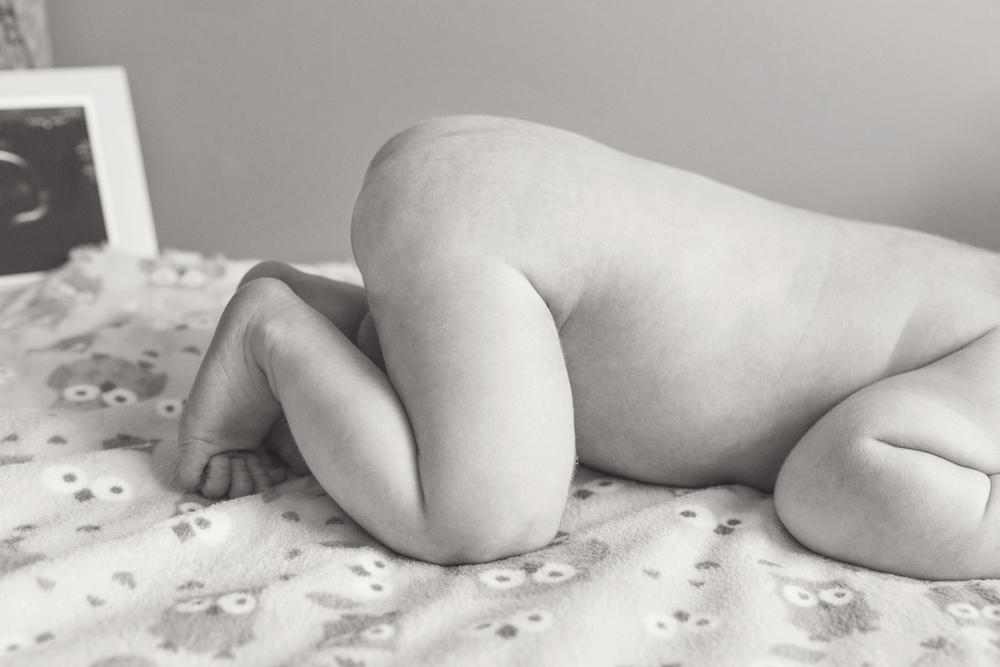 newborn_017_bw.jpg