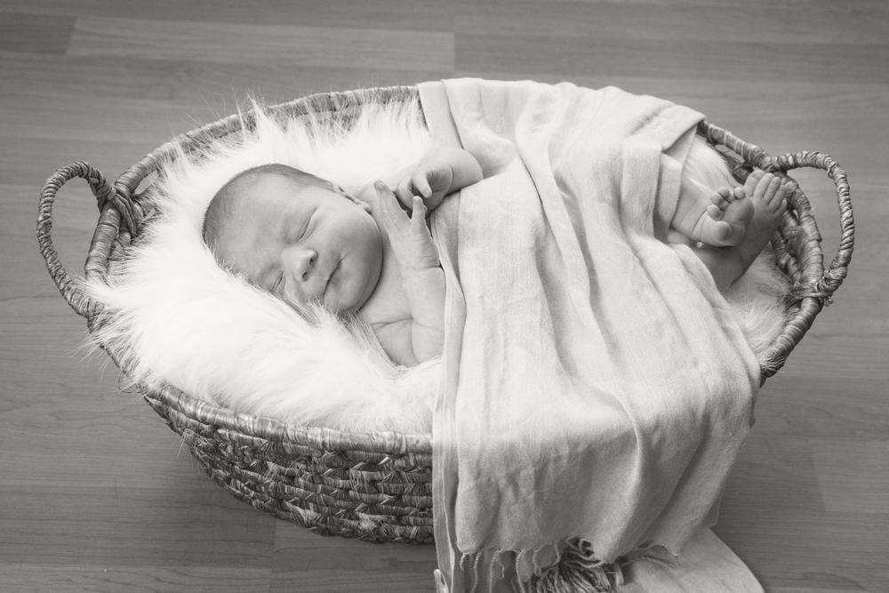 newborn_034_bw.jpg
