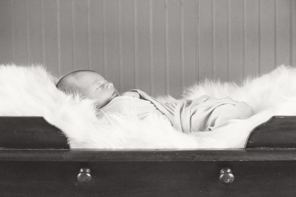Sawyer_newborn_009_bw.jpg