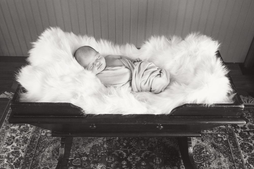 Sawyer_newborn_014_bw.jpg